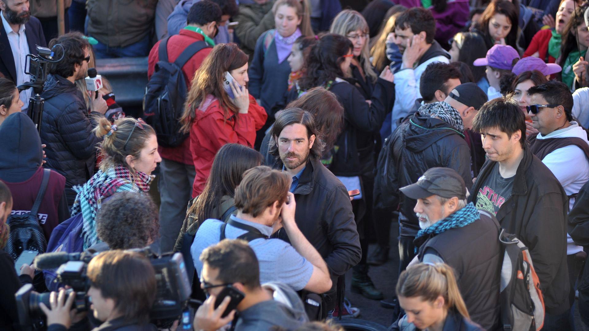 Nicolás del Caño en la protesta sobre el Puente Pueyrredón