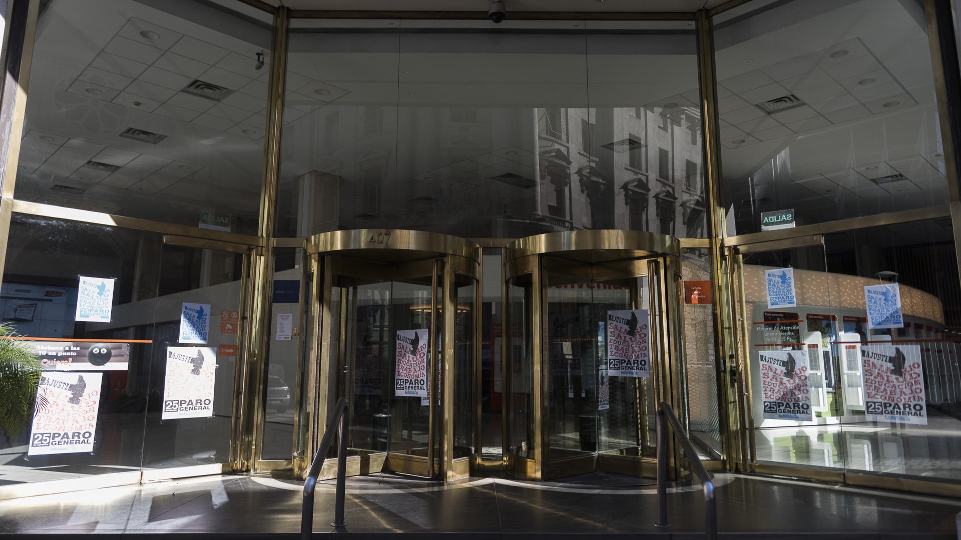 La banca pública estará mayoritarimente cerrada junto a algunas entidades del sector privado (Adrián Escandar)