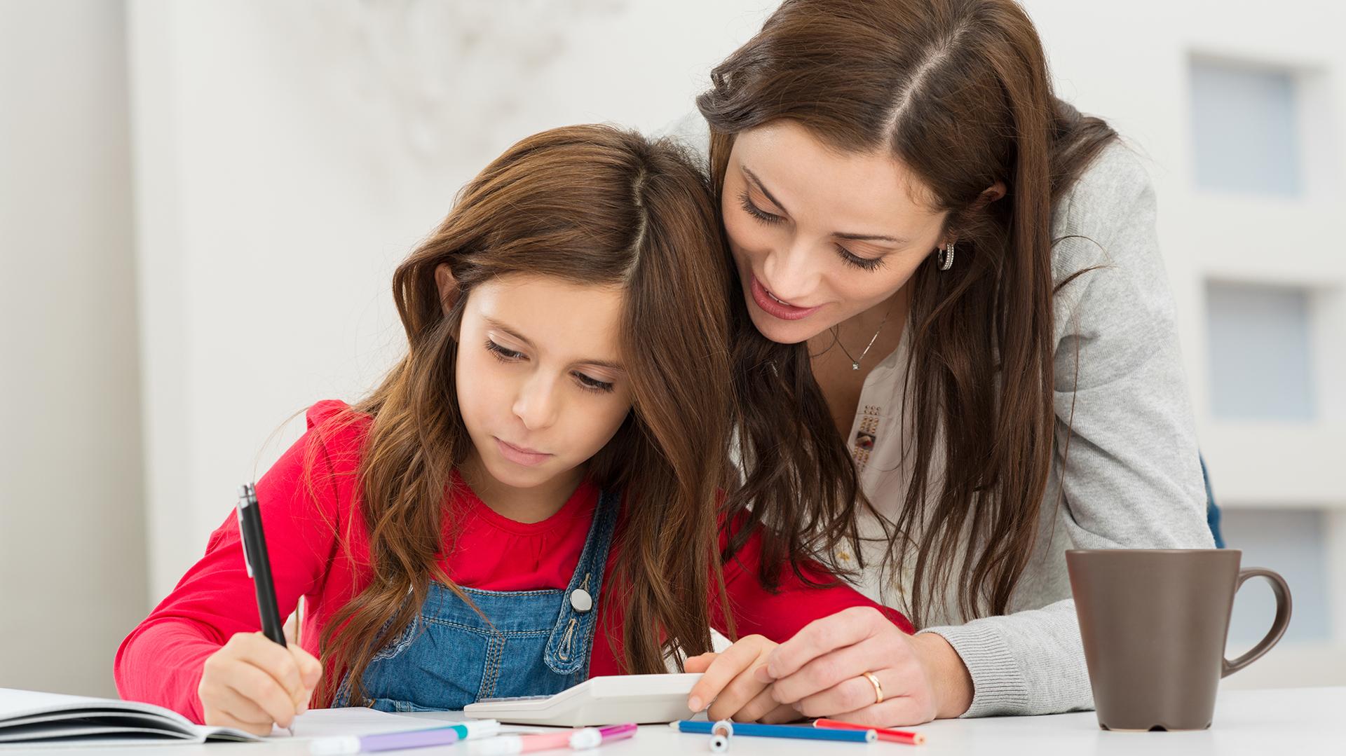 La experta advirtió que hay que enseñar a la población, desde la infancia, a desarrollar el pensamiento crítico y no sólo focalizar el esfuerzo educativoenenseñar a programar o codificar (Getty)