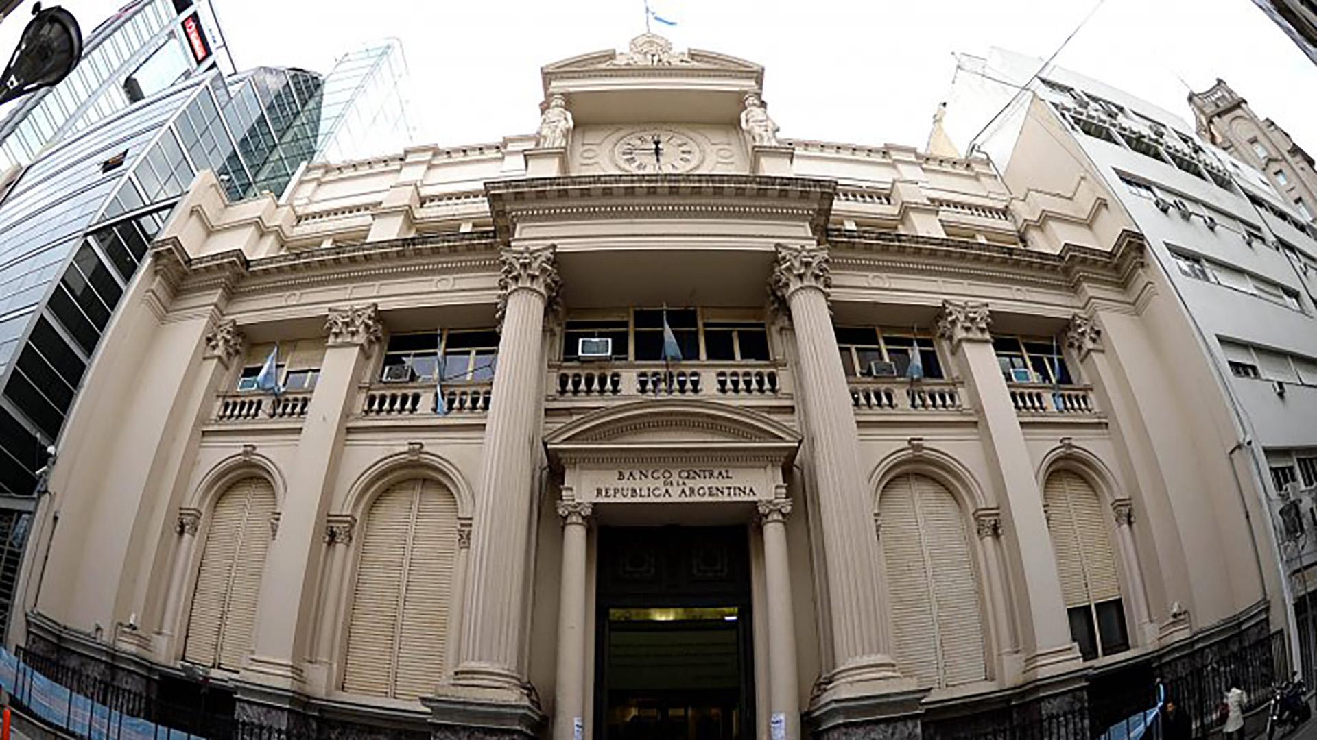 Banco Central. Durante diciembre, la política monetaria secó la plaza de los pesos que normalmente presionan al tipo de cambio (DyN)