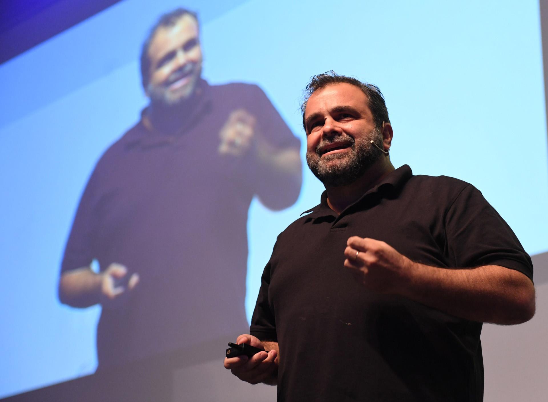 """""""Hacer un buen trabajo es ser feliz en el trabajo"""", explicó Gonzalo Figari de Dentsu X"""