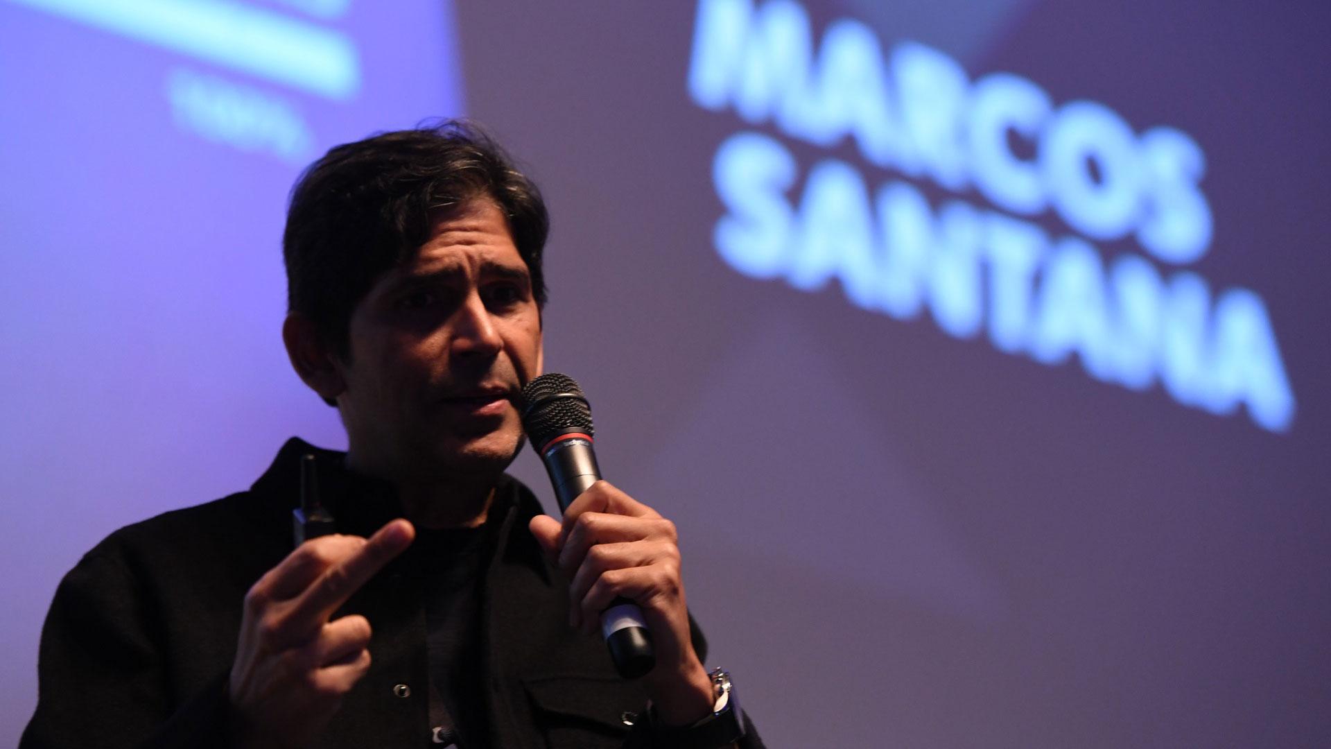 La conferencia de Santana fue corta y contundente y despertó el interés de la audiencia