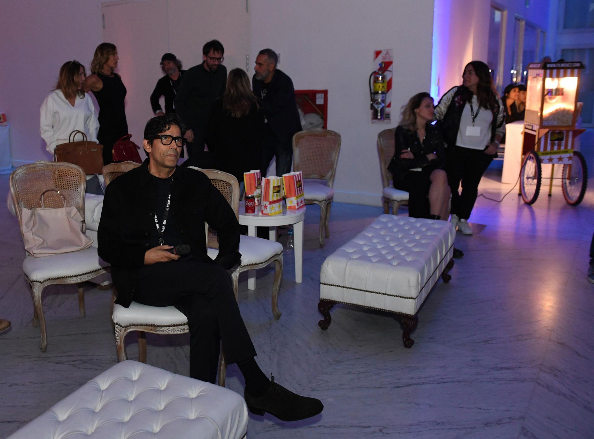 Marcos Santana escuchó atentamente la conferencia de Kolankowsky, quien lo precedió en el escenario del Faena Arts Center