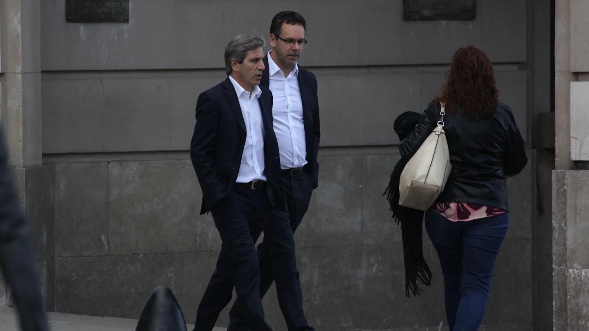 Caputo y Sandleris, ayer ingresando al Banco Central (Matías Baglietto)