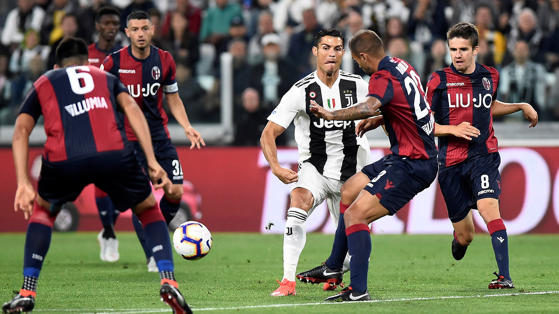 Soccer Football – Serie A – Juventus v Bologna – Allianz Stadium, Turin, Italy – September 26, 2018  Juventus' Cristiano Ronaldo in action during the match       REUTERS/Massimo Pinca