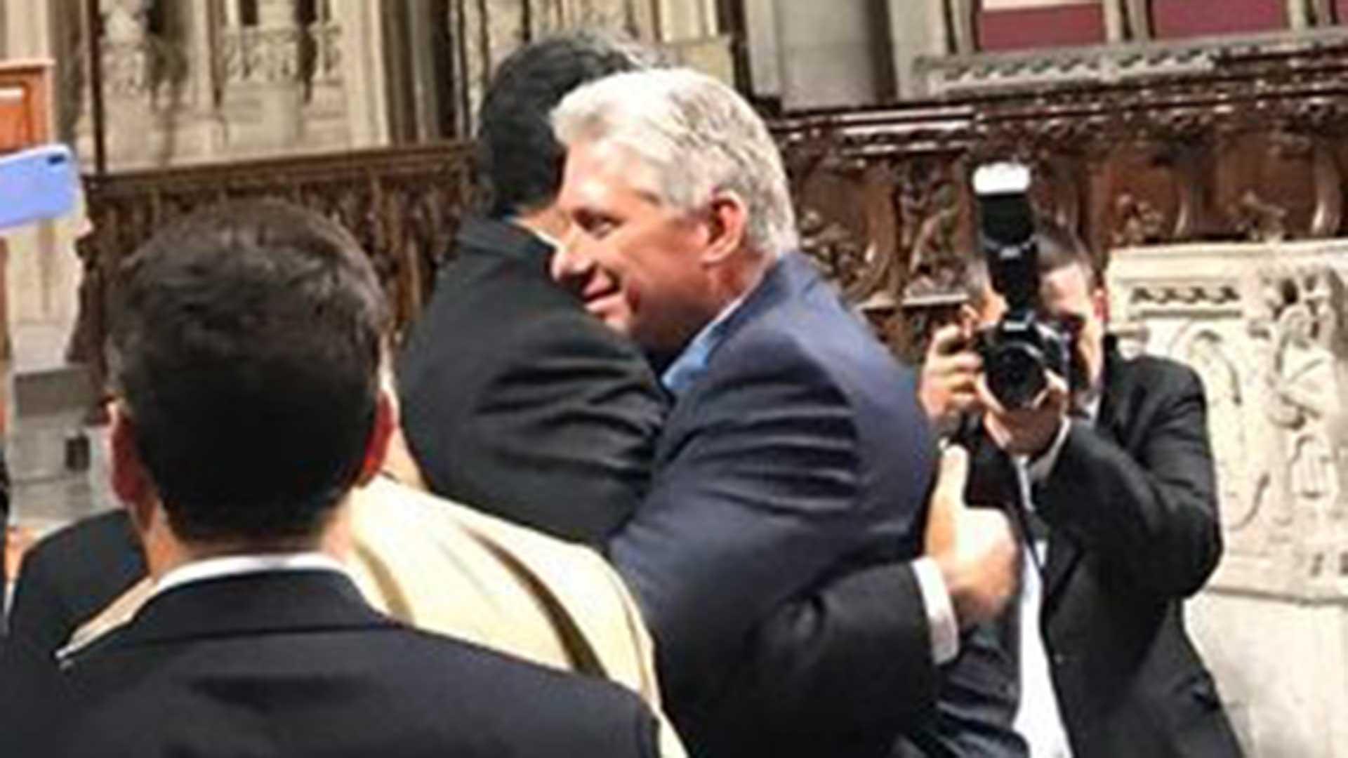 El saludo entre losgobernantes de Venezuela y Cuba en Nueva York