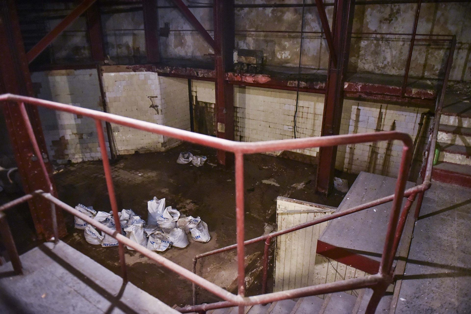 El segundo subsuelo del edificio es uno de los lugares que sufrió más el paso del tiempo