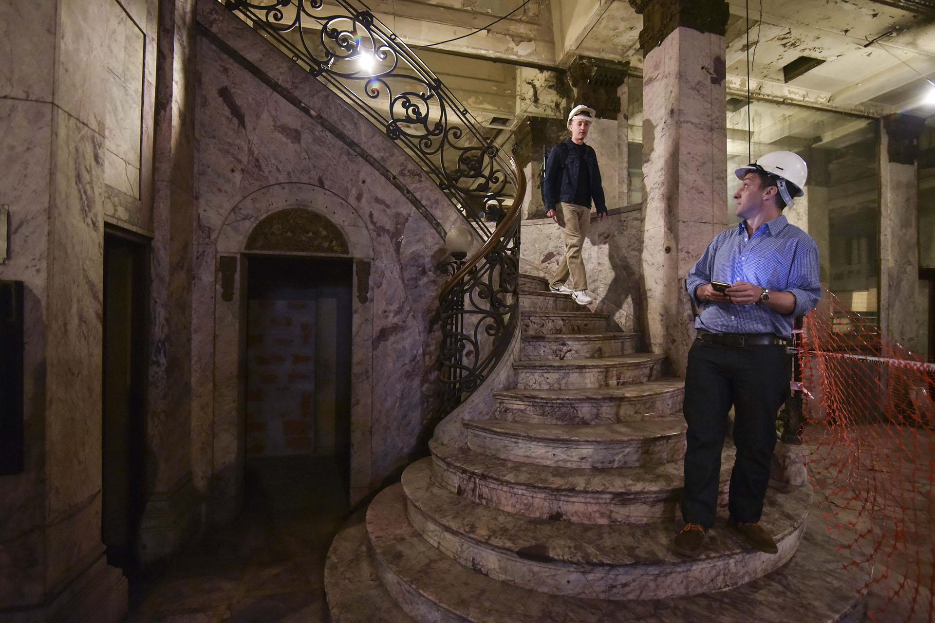 Los visitantes podrán ver cómo quedó la imponente escalera del café tras los trabajos de recuperación