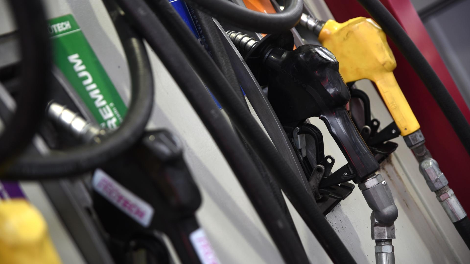 En el año, el precio de las naftas al pública acumulará una suba del 75 por ciento (Manuel Cortina)