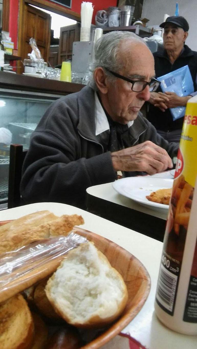 Barreda: milanesa con papas en el bodegón que frecuenta.