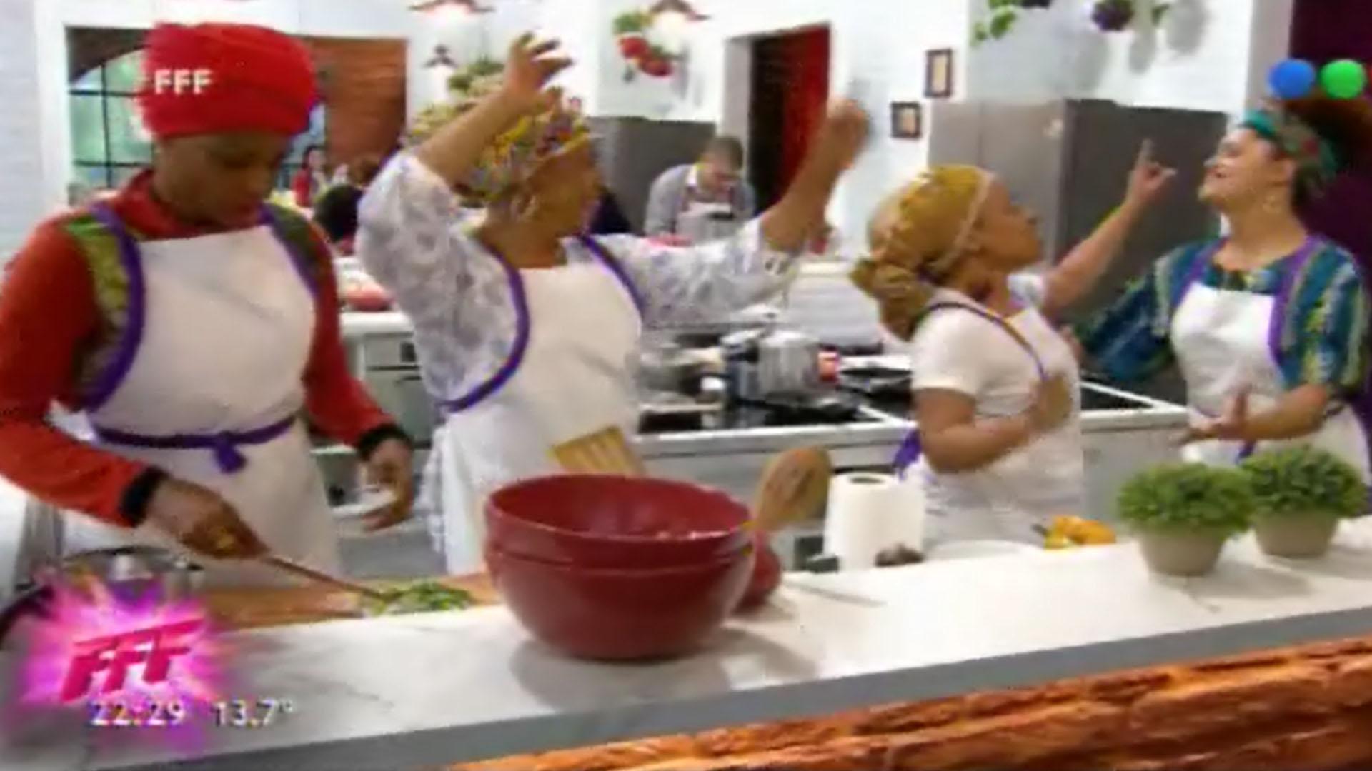 """El imperdible método de cocina del equipo brasileño en """"Familias frente a frente"""": caipirinha, samba y mucho humor"""