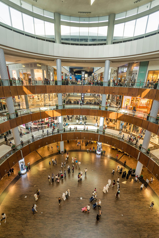 The Dubai Mall el más grande del mundo. En su interior hay desde marcas de lujo hasta H&M, Forever 21 y Zara