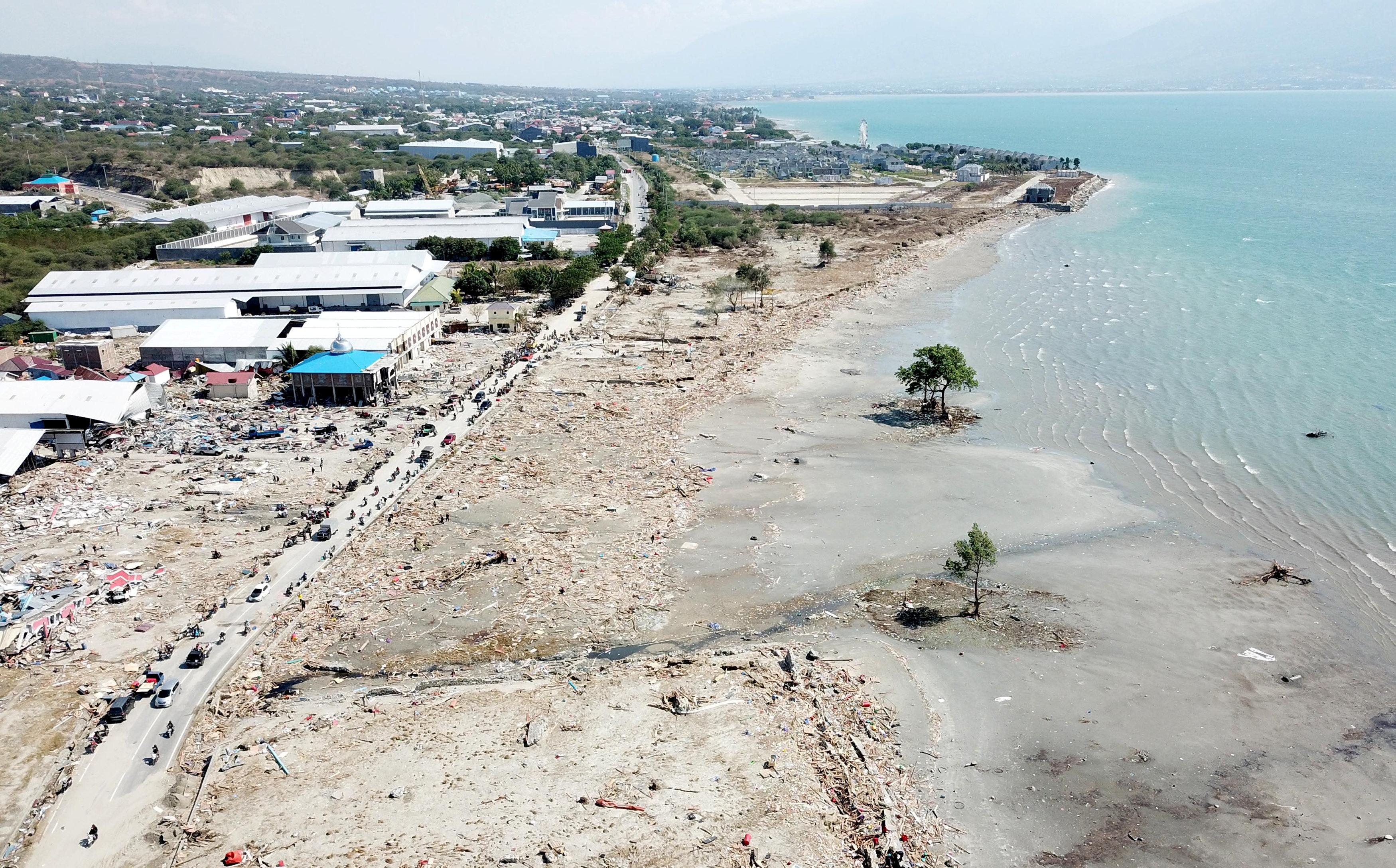 La devastación en la playa de Taipa en Palu (Antara Foto/Muhammad Adimaja via REUTERS)