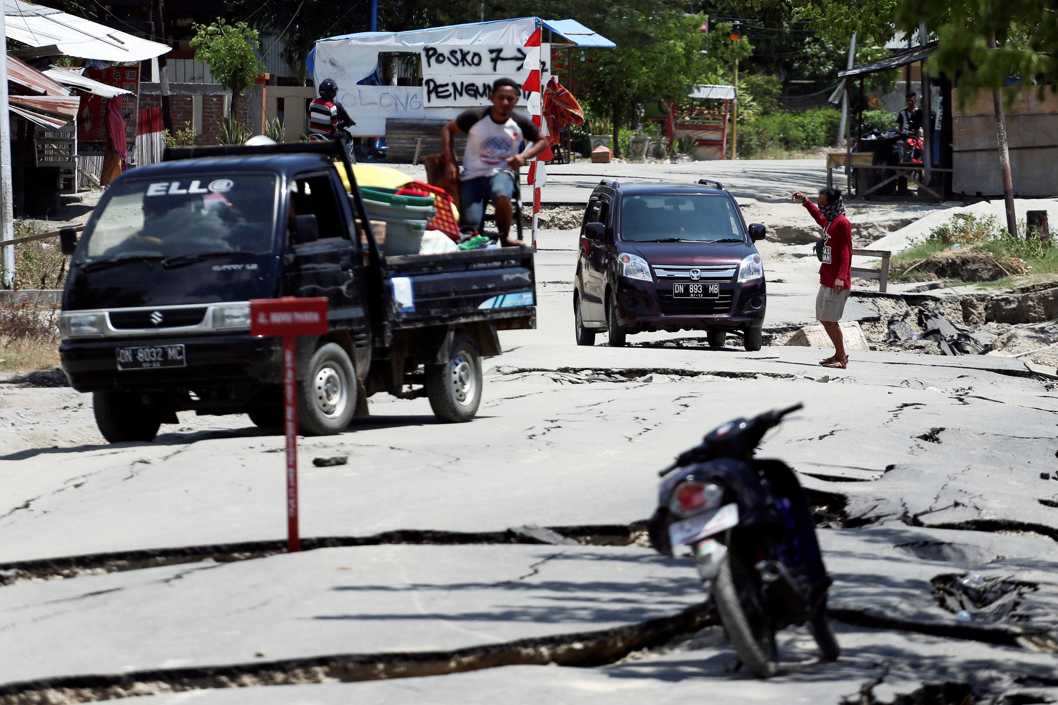 Una carretera destrozada por el sismo en Palu (REUTERS/Athit Perawongmetha)