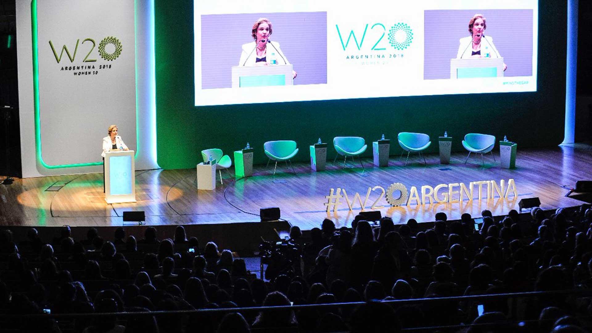 Pilar Rahola abrió las sesiones públicas del W20