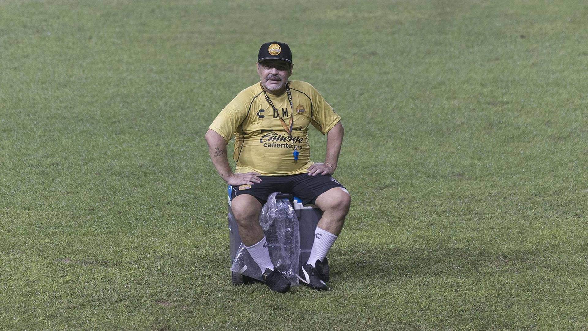 Los dolores de rodilla tuvieron a maltraer aMaradona (Héctor Parra)