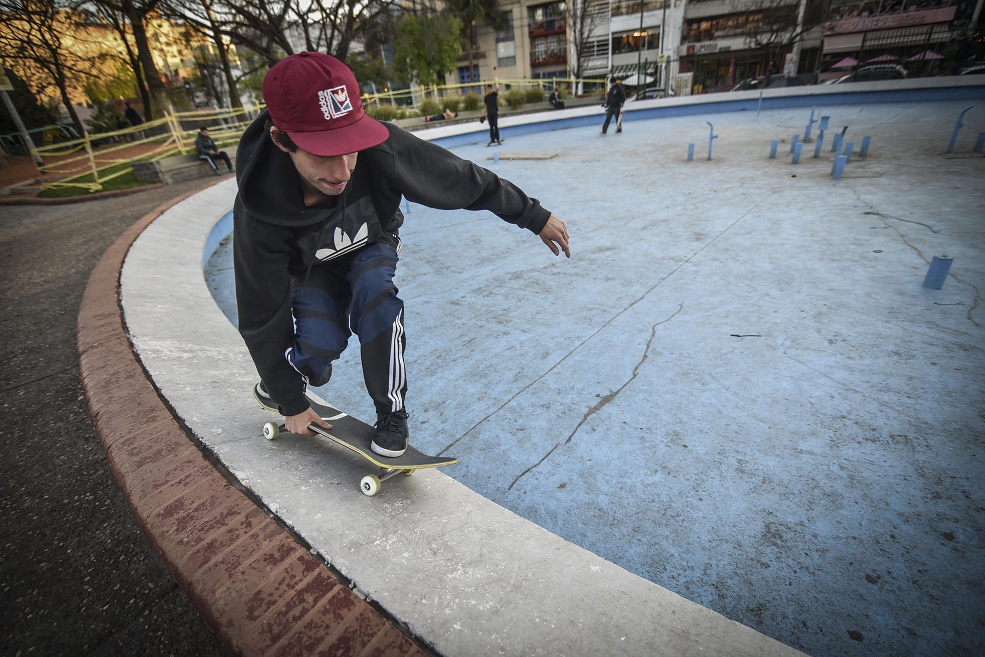 En la Plaza Armenia se reúnen los skaters para practicar el deporte