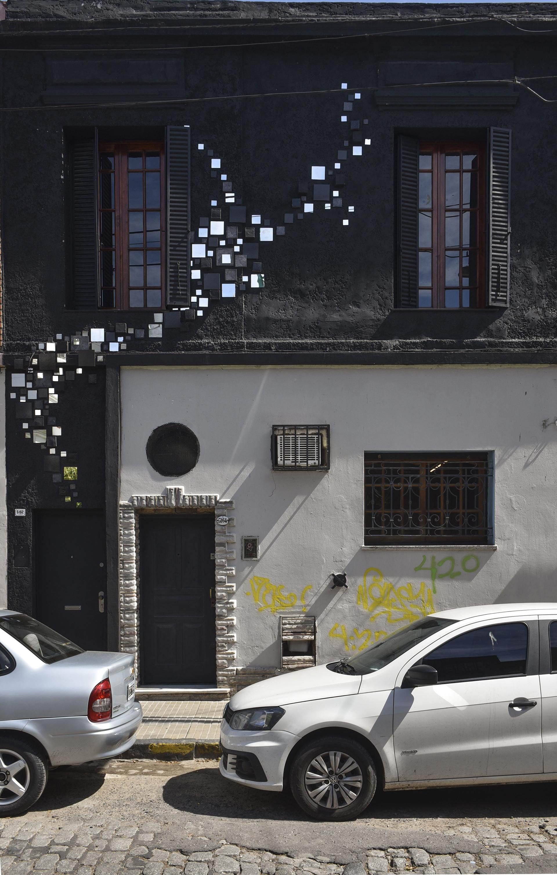 """Espejos, piedras y cerámicas. Las fachadas de las casas se animan a una deco """"palermitana"""""""