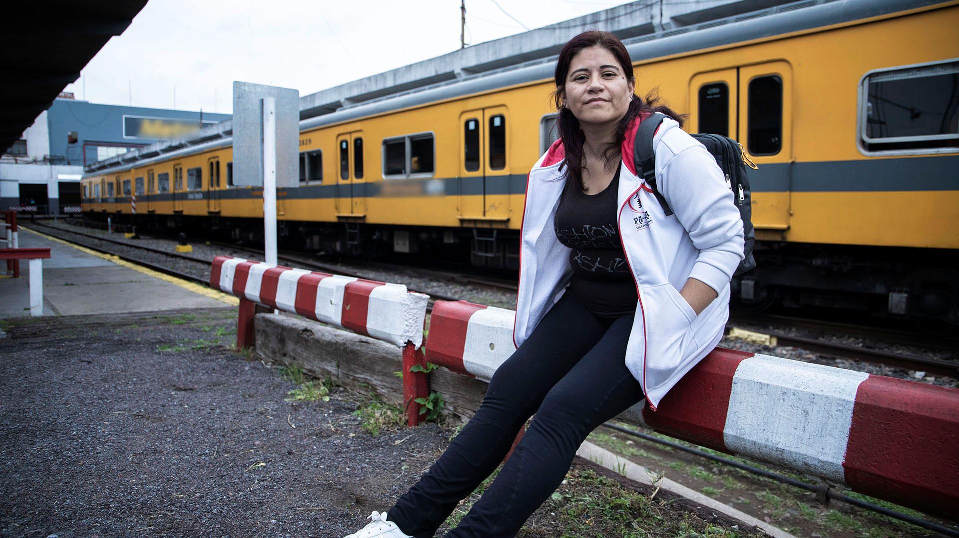 Una estación de tren, ahora en Chacarita, es el lugar elegido para enmarcar su historia (L. Althabe)