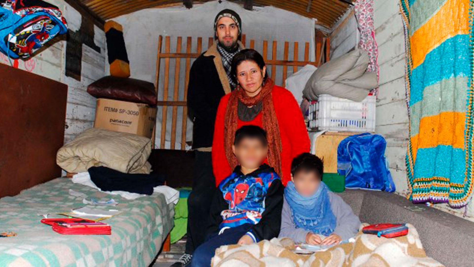 Junto a sus hijos menores, en el interior de aquel vagón (Foto: Big Bang News)