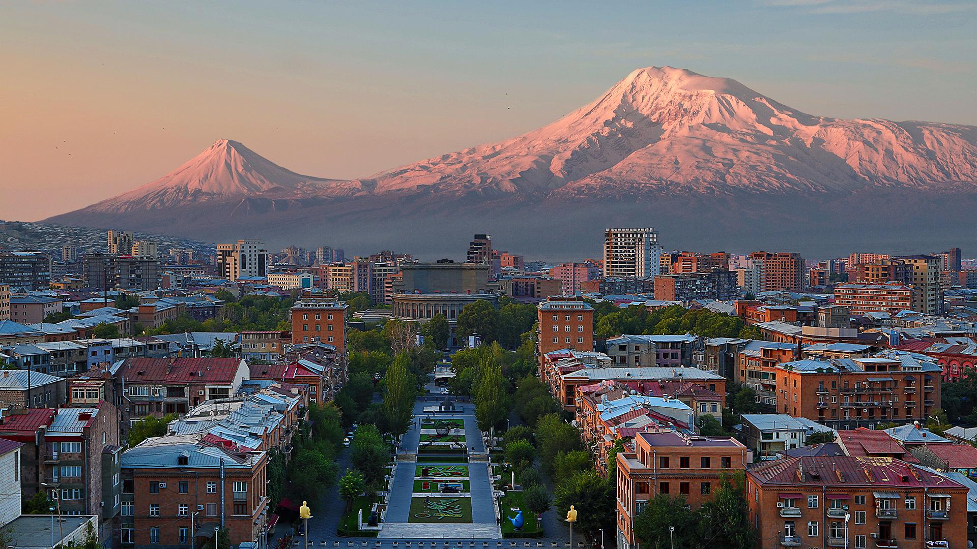 La República de Armenia, es un país del Cáucaso Sur y sin salida al mar localizado entre Europa Oriental y Asia Occidental