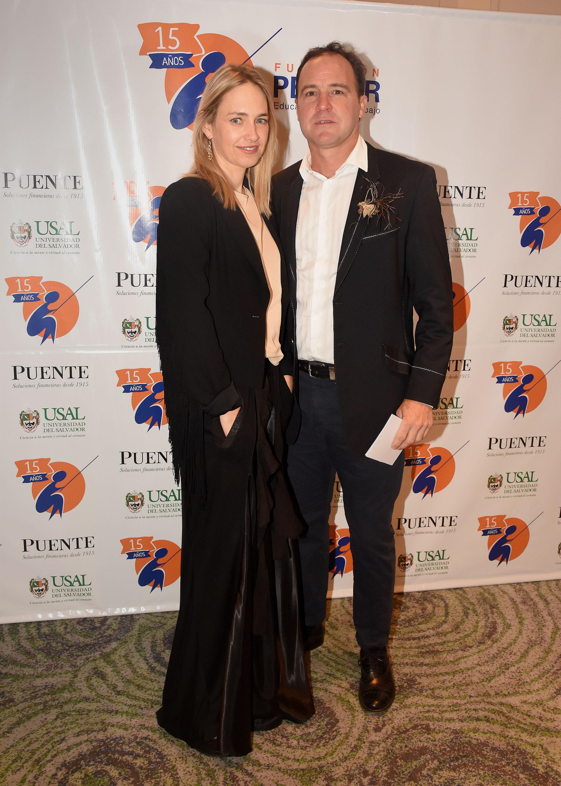 El polista Ignacio Heguy y su mujer Natasha Elliot