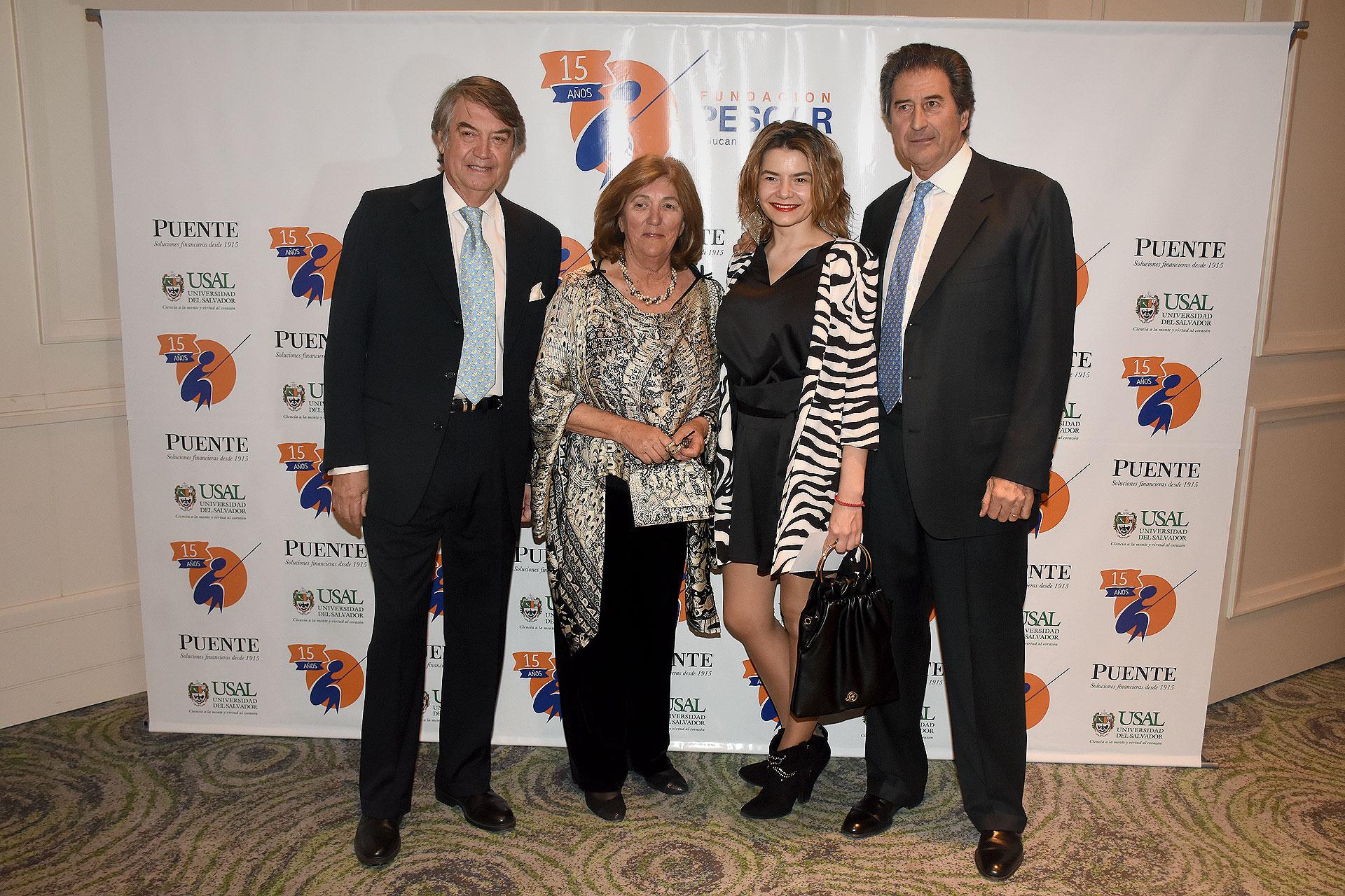 La comisión directiva de la Fundación Pescar: Edgardo Palmero, Silvia Uranga y Eduardo Novillo Astrada junto a Myrna Polotnianka, gerente de Comunicación y Responsabilidad Corporativa de L'Oréal Argentina