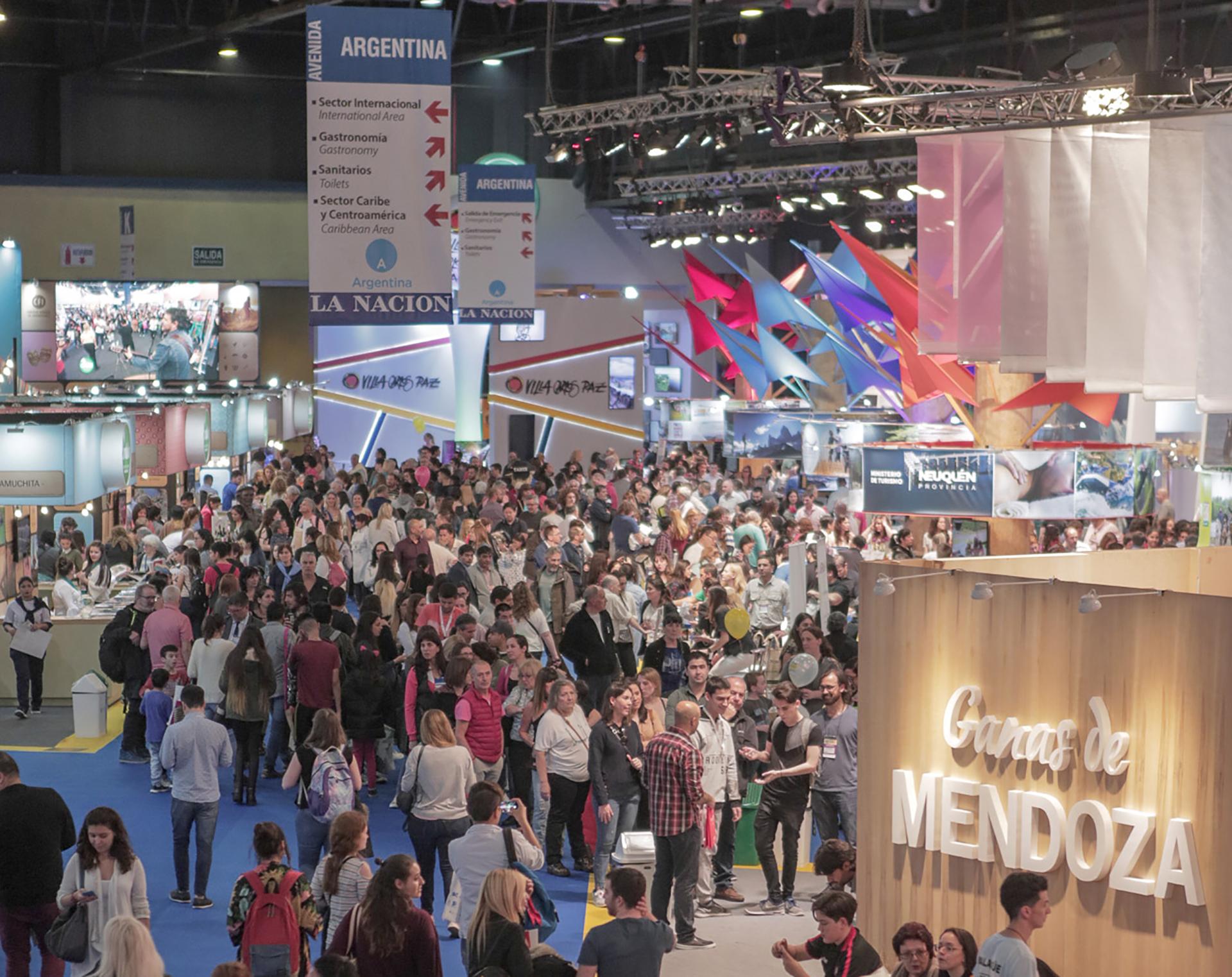 La Feria estuvo abierta al público general durante el fin de semana. Hubo desde shows musicales, carnaval, cocina en vivo, degustaciones de productos regionales y vinos, artesanías, juegos y una variedad de propuestas para deleitarse con las novedades y tendencias de los viajes en Argentina
