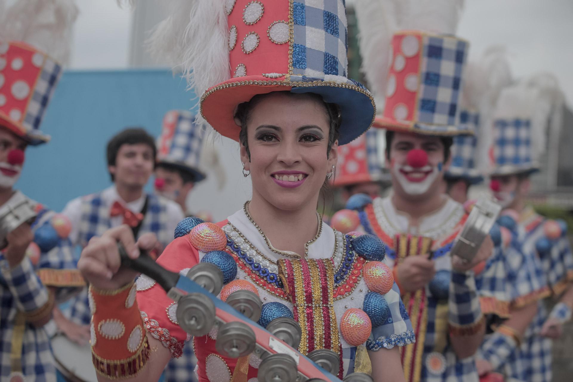 Las murgas y el candombe rioplatense también resonaron contagiando su espíritu festivo