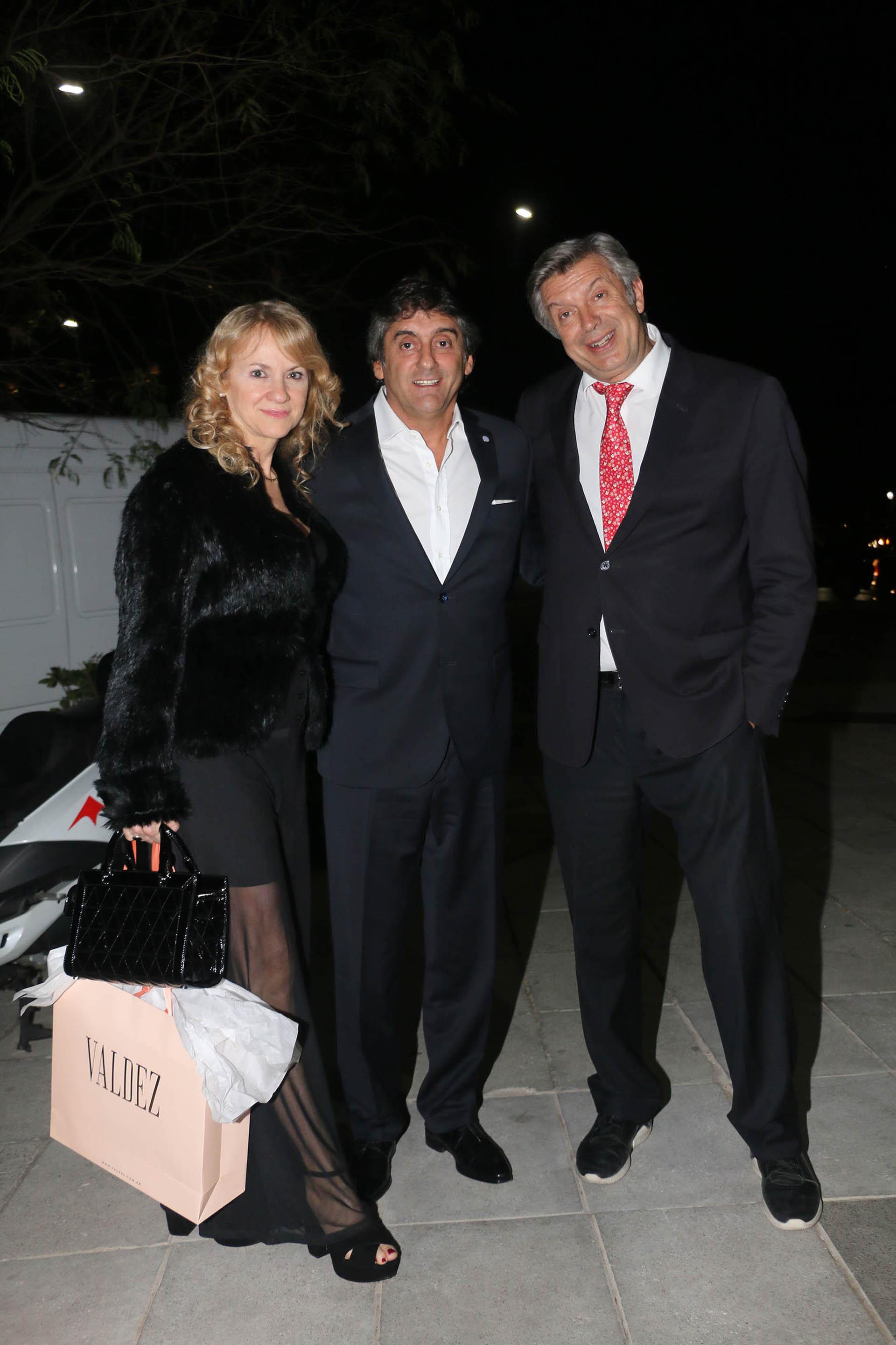 El doctor D'Alessandro junto a Enzo Francescoli y su mujer
