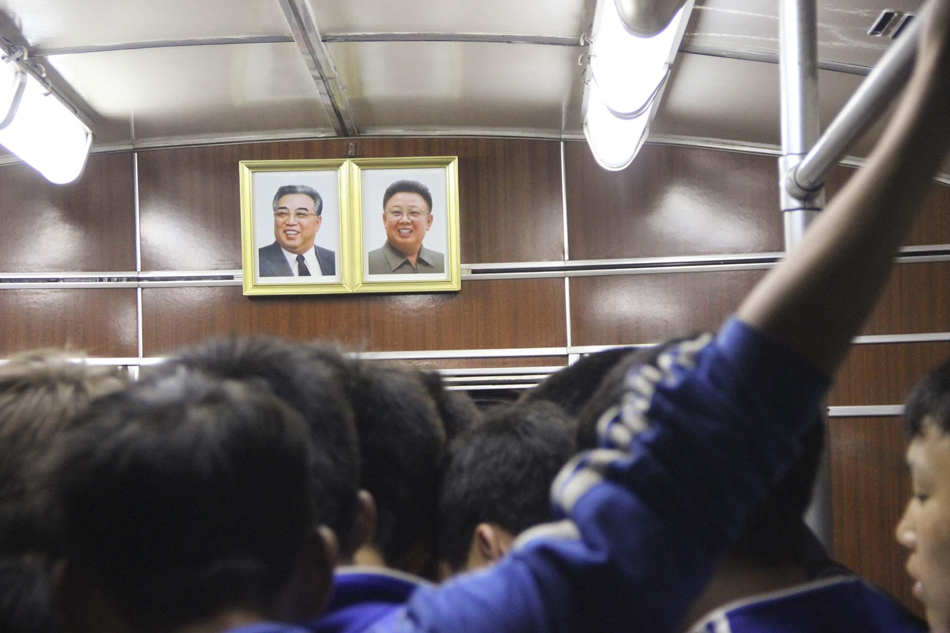 Durante más de veinte años, el subterráneo fue prácticamente un secreto de Estado para cualquier visitante del exterior. Hubo que esperar a septiembre de 2015 para que el gobierno de Kim Jong Un autorizara el acceso de los extranjeros a toda la red. Yo estaba en ese grupo inaugural; la apertura total del subterráneo secreto era la razón por la que había elegido ese momento y no otro para viajar a Pyongyang