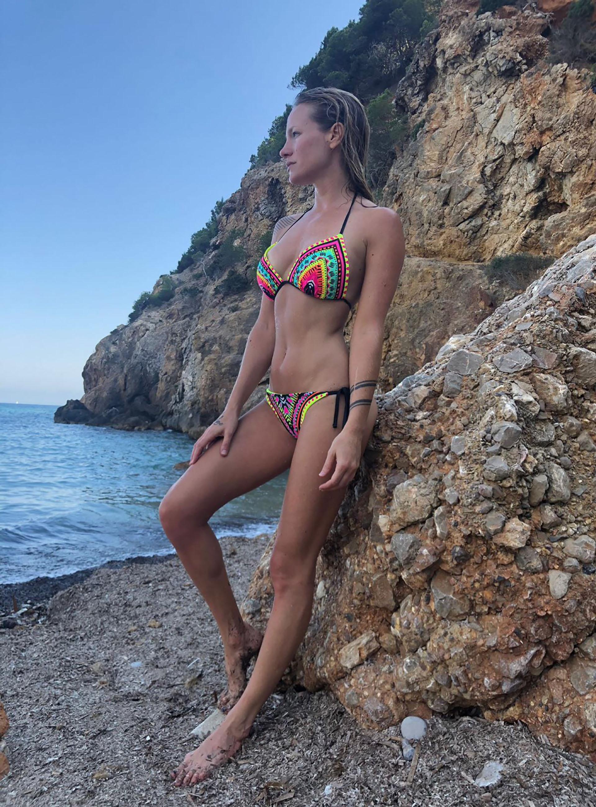 En la temporada de verano europea trabajó en la playa y en fiestas privadas