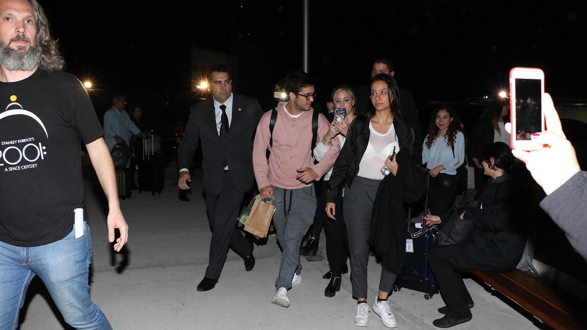 El actor llegó con custodia y accedió a fotografiarse con sus fanáticas (Matias Souto)