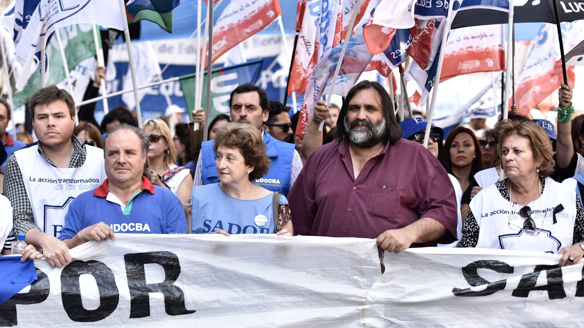 Loa docentes bonaerenses volverán a las calles para adherir a la marcha nacional en rechazo a la política del Gobierno . (Adrián Escandar)