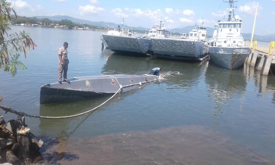 El semi sumergible en las costas salvadoreñas