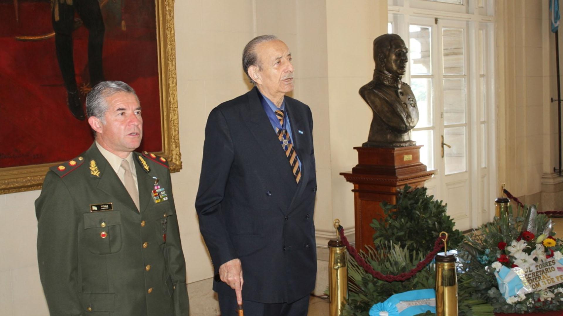 El director del Colegio Militar, general Agustín Humberto Cejas, y el director del Instituto Nacional Juan Perón, Lorenzo Pepe, en el homenaje a Juan Domingo Perón en el Colegio Militar