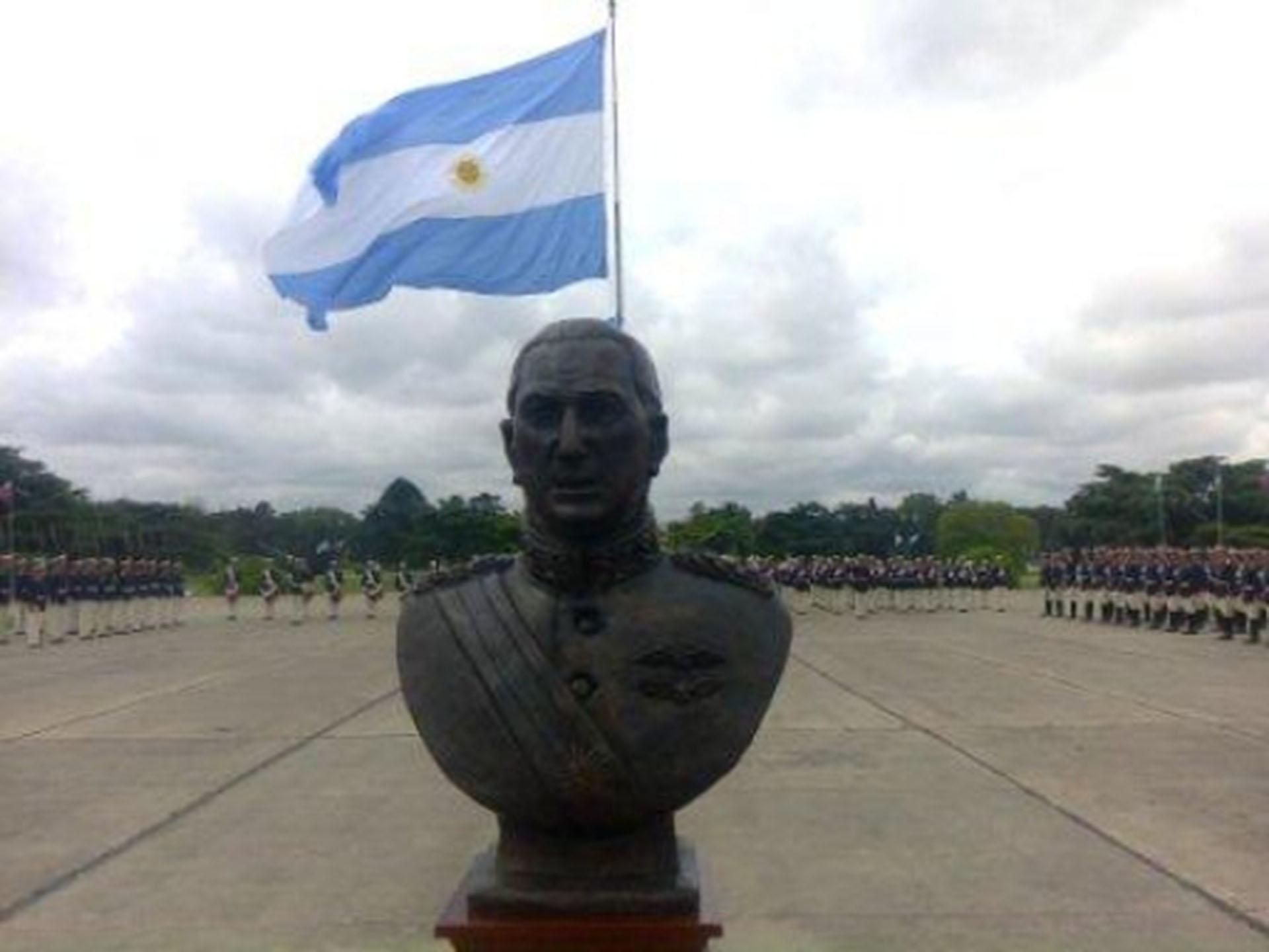 El busto de Juan Domingo Perón fue emplazado en el Patio de Armas del Colegio Militar en el año 2012