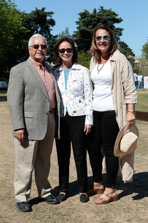 El embajador de los Estados Unidos en la Argentina, Edward C. Prado, su mujer María, y la diputada Marcela Campagnoli