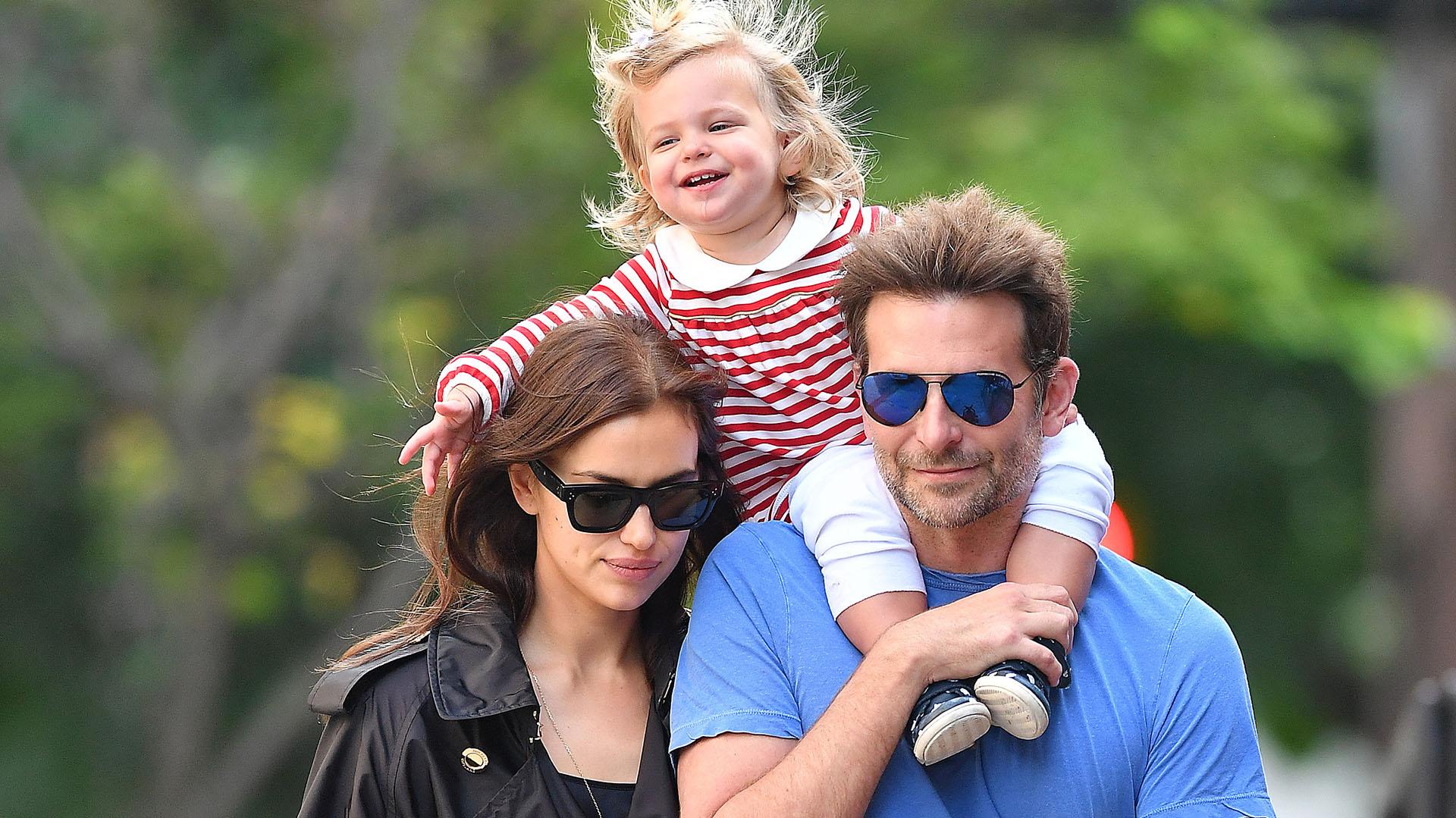 Bradley Cooper con su hija Lea de Seine y su esposa, Irina Shayk (The Grosby Group)
