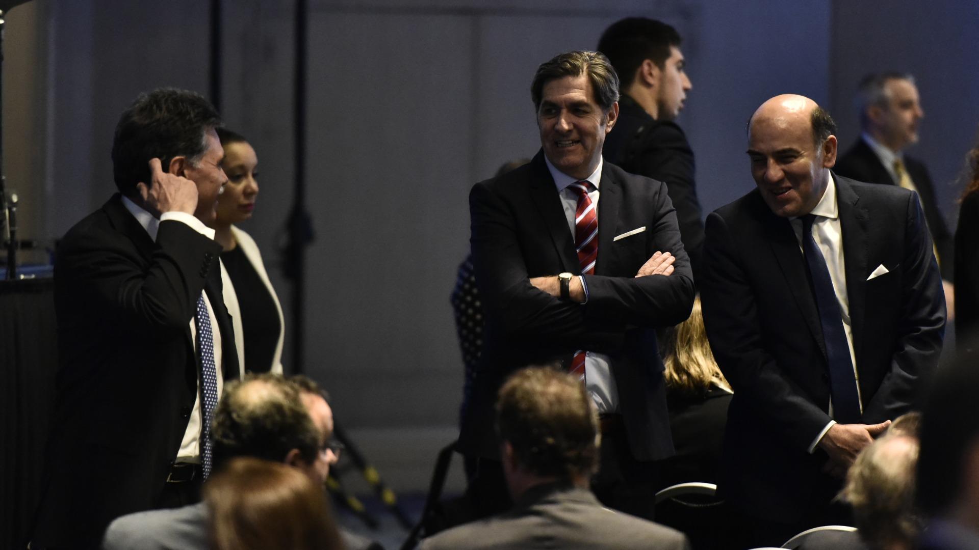 El juez federal Juan Carlos Geminiani, de brazos cruzados, y a su izquierda el juez Diego Barrotaveña, de la Cámara Federal de Casación