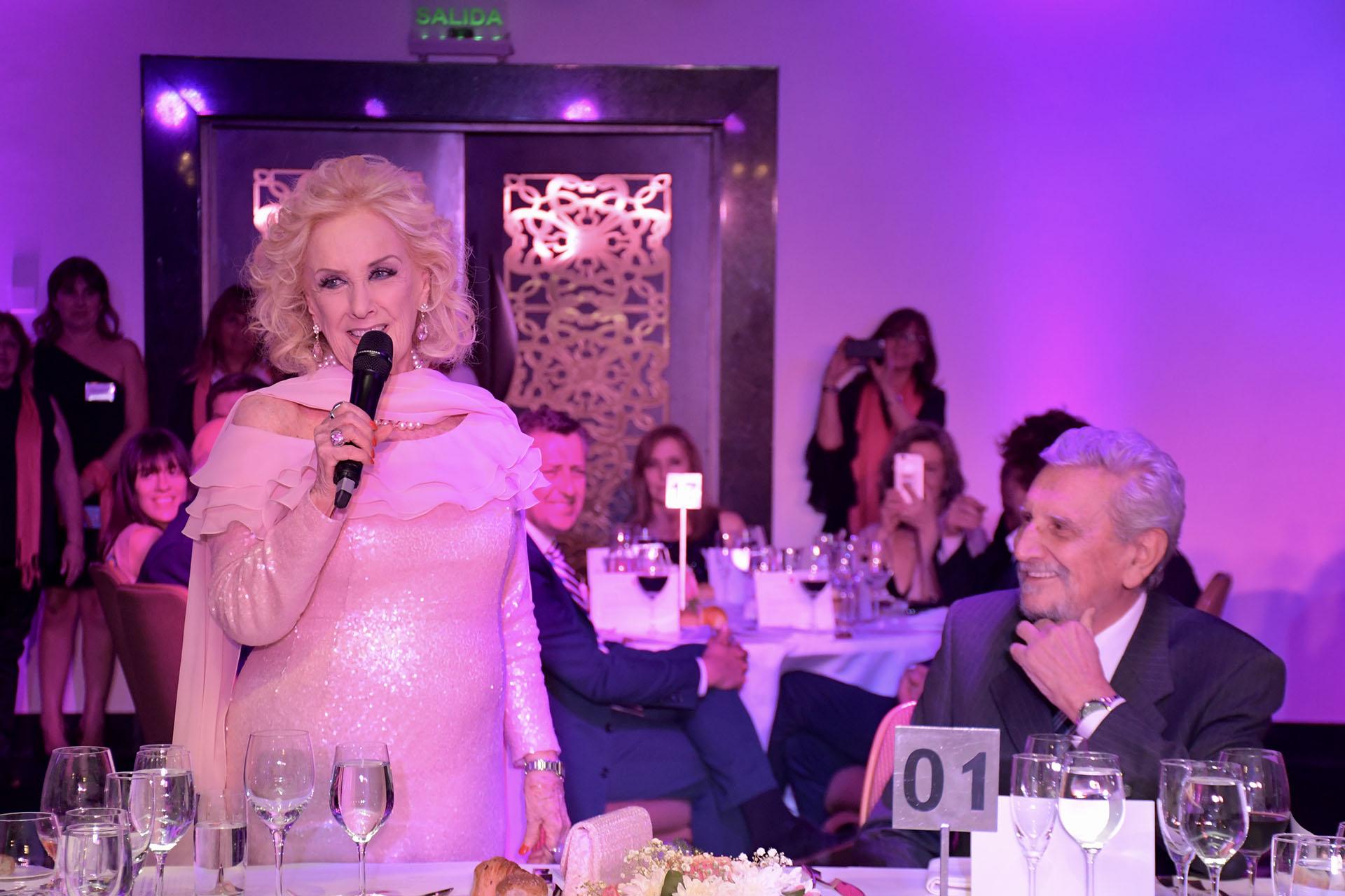 Mirtha Legrand presente por segunda vez en la cena benéfica de FUCA. El doctor y presidente de la fundación Reinaldo Chacón (ChinaSoler)