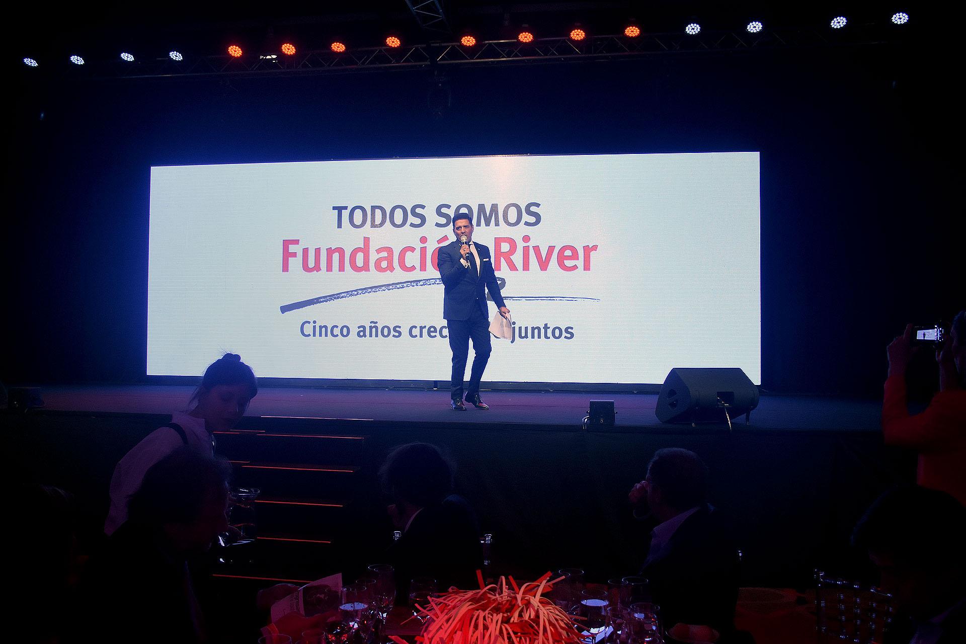 Mariano Iúdica durante la conducción de la gran noche de la Fundación River