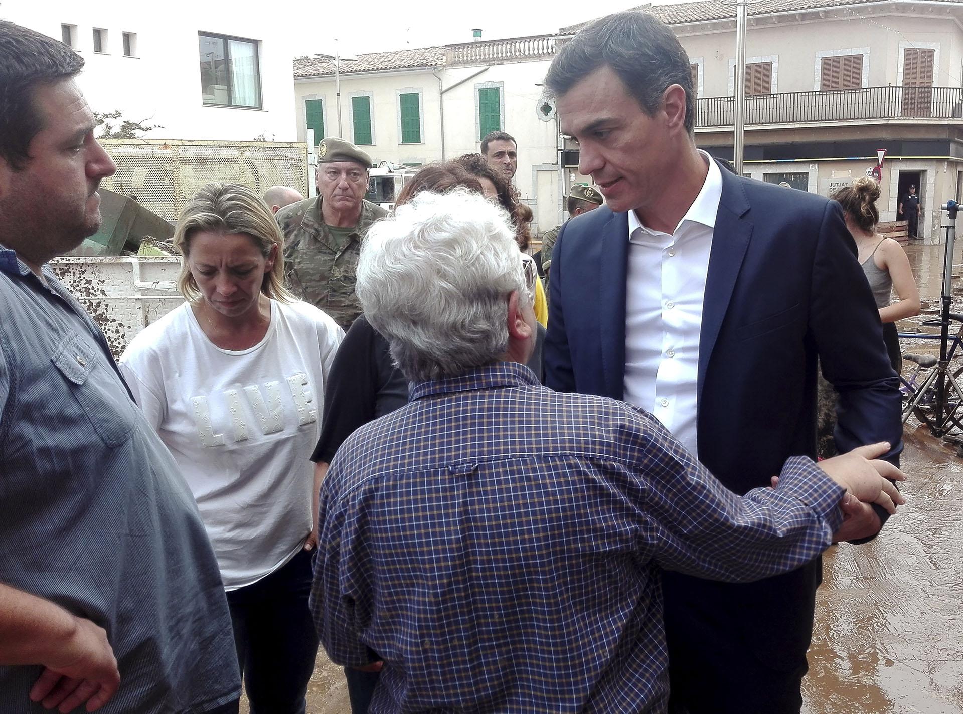 """El presidente del gobierno español, Pedro Sánchez, visitó este mismo miércoles las zonas afectadas, desde donde garantizó que el Estado """"va a volcar recursos económicos"""" para que los residentes """"puedan recuperar su día a día en unas circunstancias tan difíciles"""""""