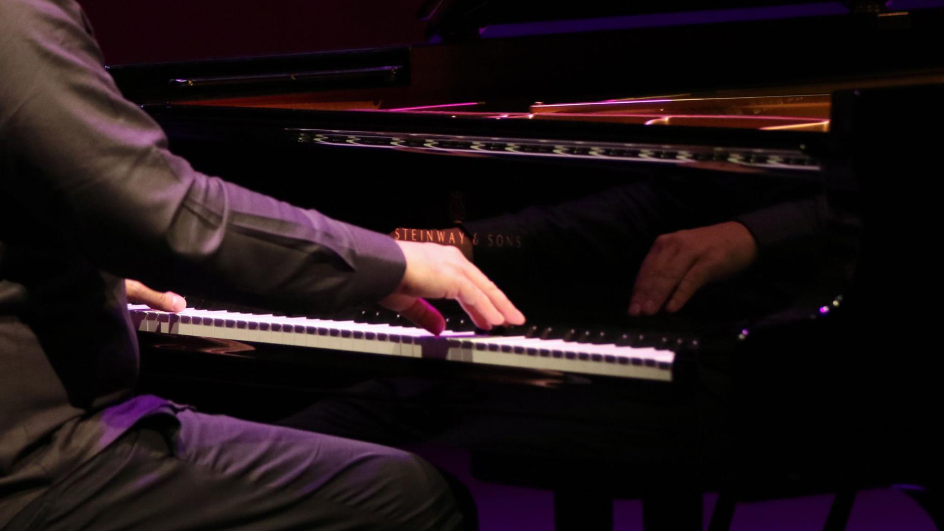 El investigador tendrá que dar clases de piano a cambio de no ir a la cárcel. (EFE)