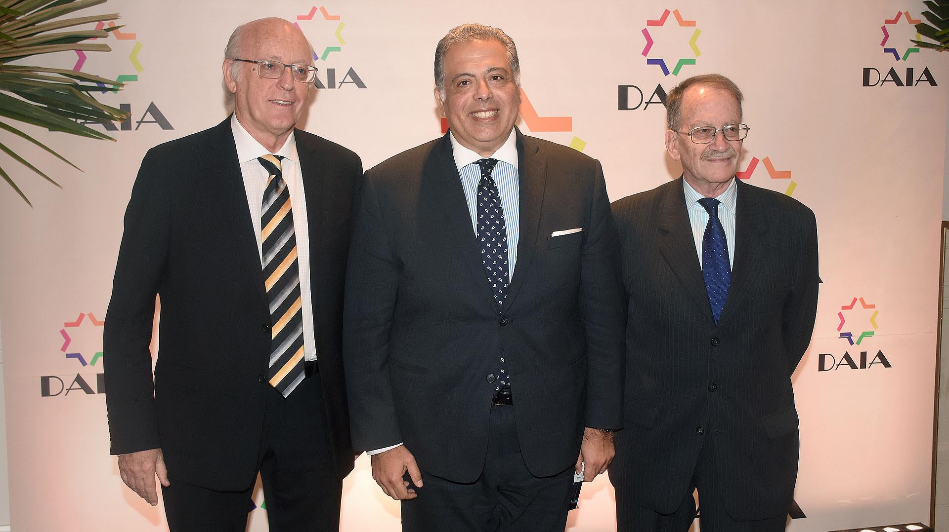 Alberto Indij y Mario Tannenbaum junto al embajador de Egipto en la Argentina, Amin Mourad Meleika
