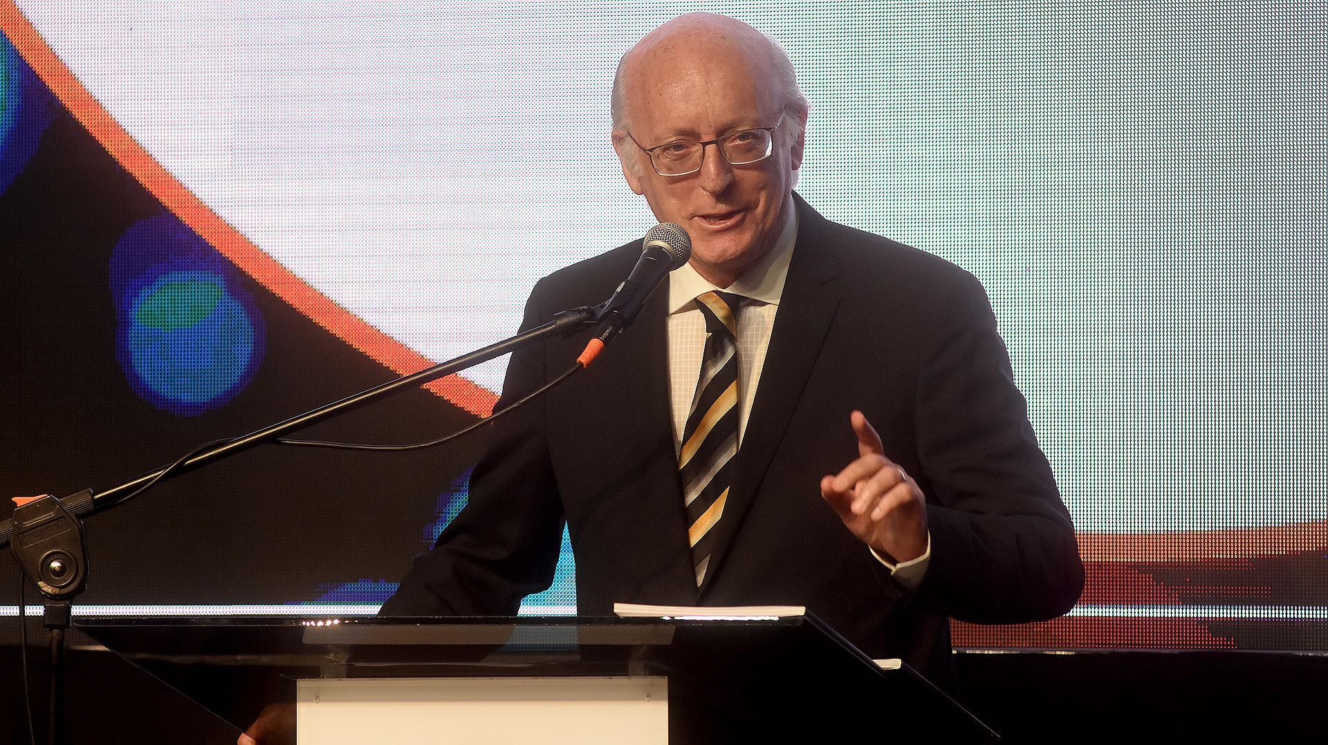 Alberto Indij, presidente de la DAIA, durante su discurso en la gran cena anual de esa entidad