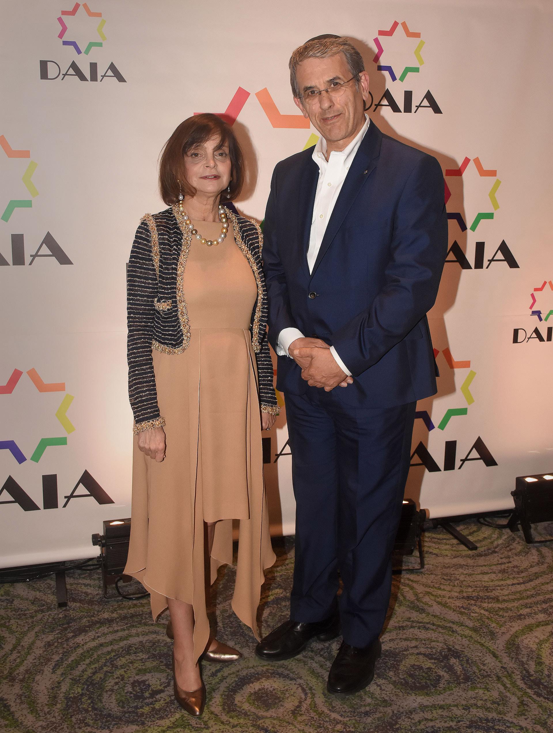 Claudia Stad y Agustín Zbar, presidente de la AMIA