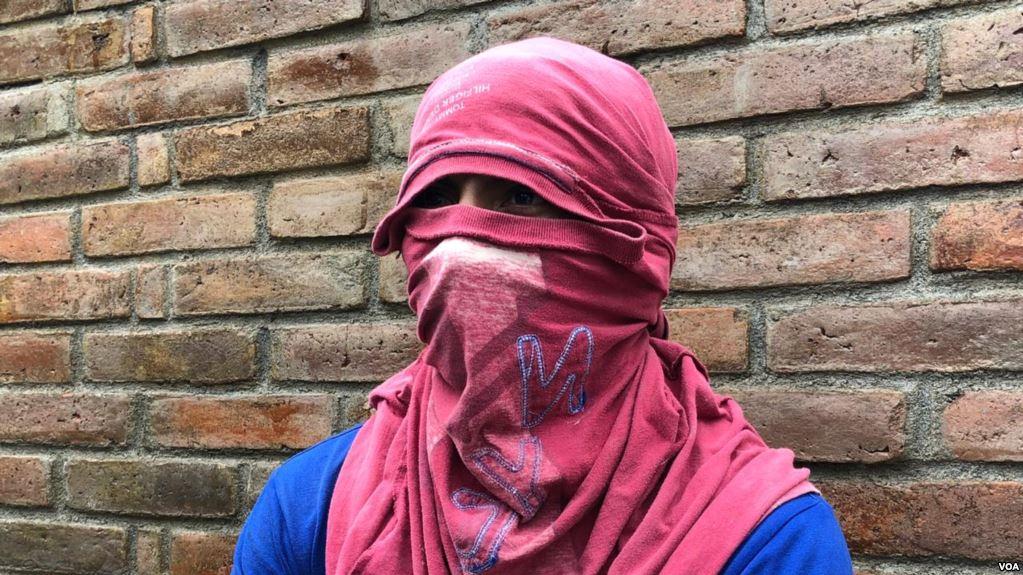 Un joven manifestante nicaragüense conversa con la Voz de América sobre denuncia en contra del presidente Daniel Ortega (VOA)