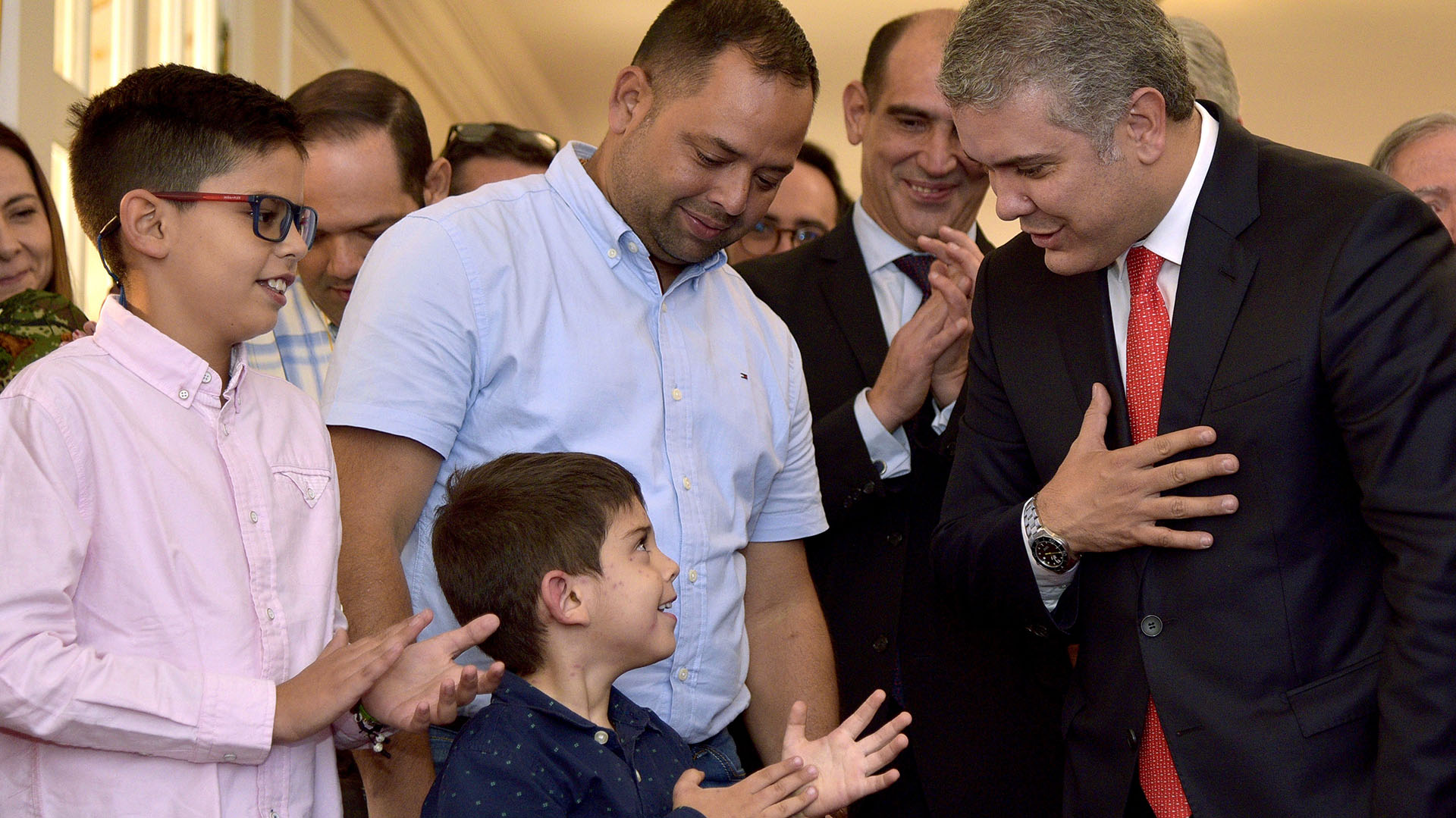 El presidente colombiano, Iván Duque, recibió en el palacio de Gobierno al niño Cristo José Contreras, de cinco años (EFE)