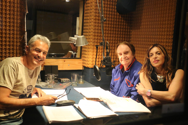 """Ivo Cutzarida, o """"Santiago"""", el apuesto y maduro padre de """"Ulises"""", repasa el libreto conBal y Ana Franco. """"Amor en la sangre"""" saldráal aire desde noviembre, todos los miércoles a las 21 por Radio El Mundo, AM 1070"""